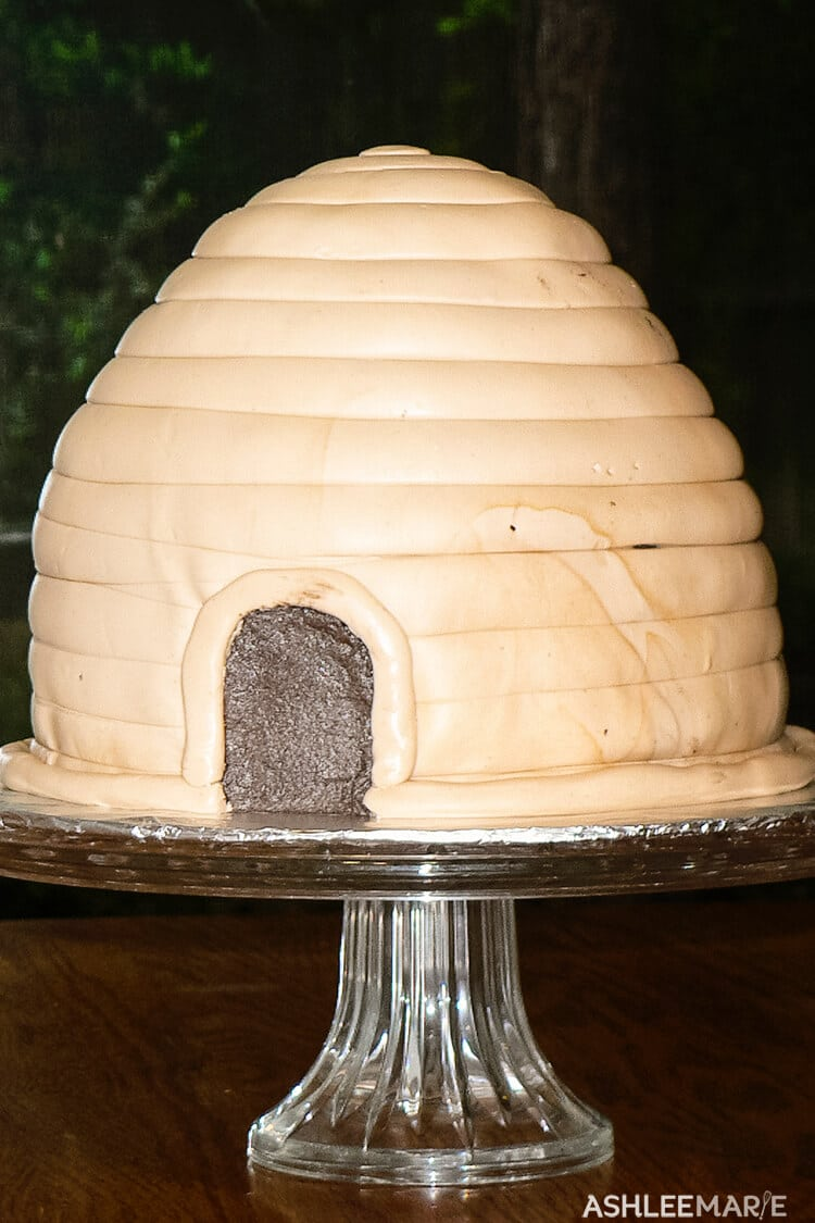 fondant beehive cake