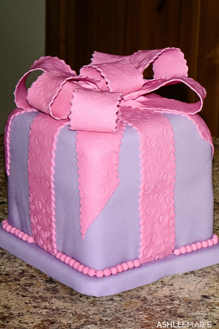 fondant gift package cake