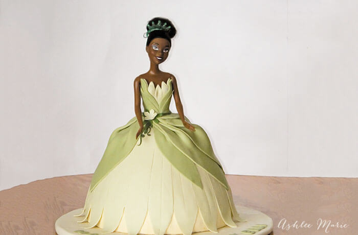 Wondrous Princess Tiana Birthday Cake Ashlee Marie Real Fun With Real Food Personalised Birthday Cards Veneteletsinfo