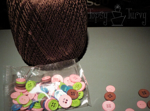 thread-crochet-button-necklace-supplies
