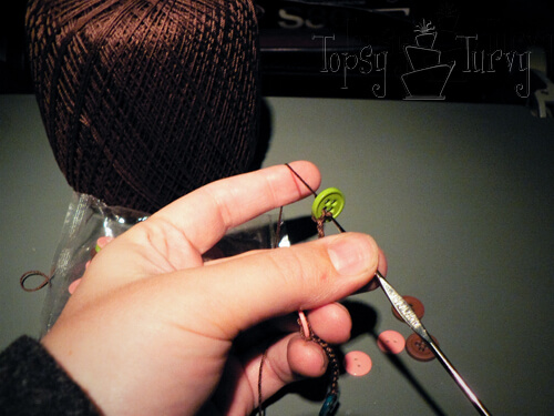 thread-crochet-button-necklace-button