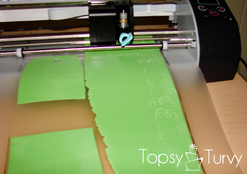 using-silhouette-machine-cut-fondant