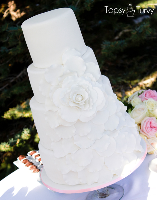 cascading-wild-rose-fondant-wedding-cake