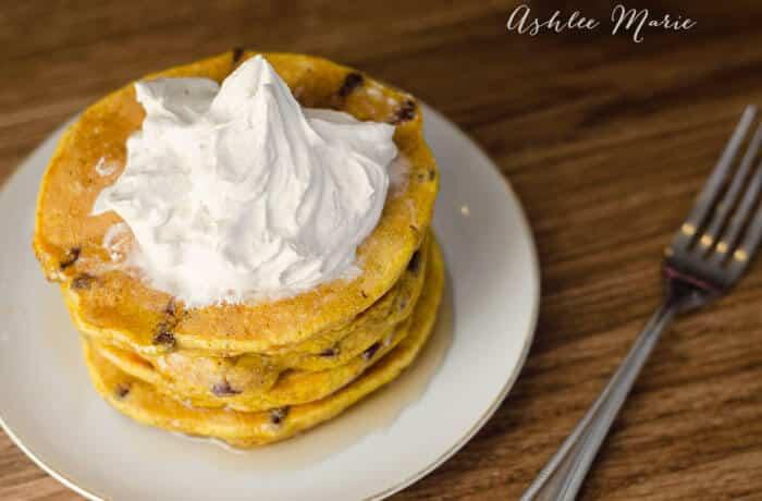 pumpkin-chocolate-chip-pancakes