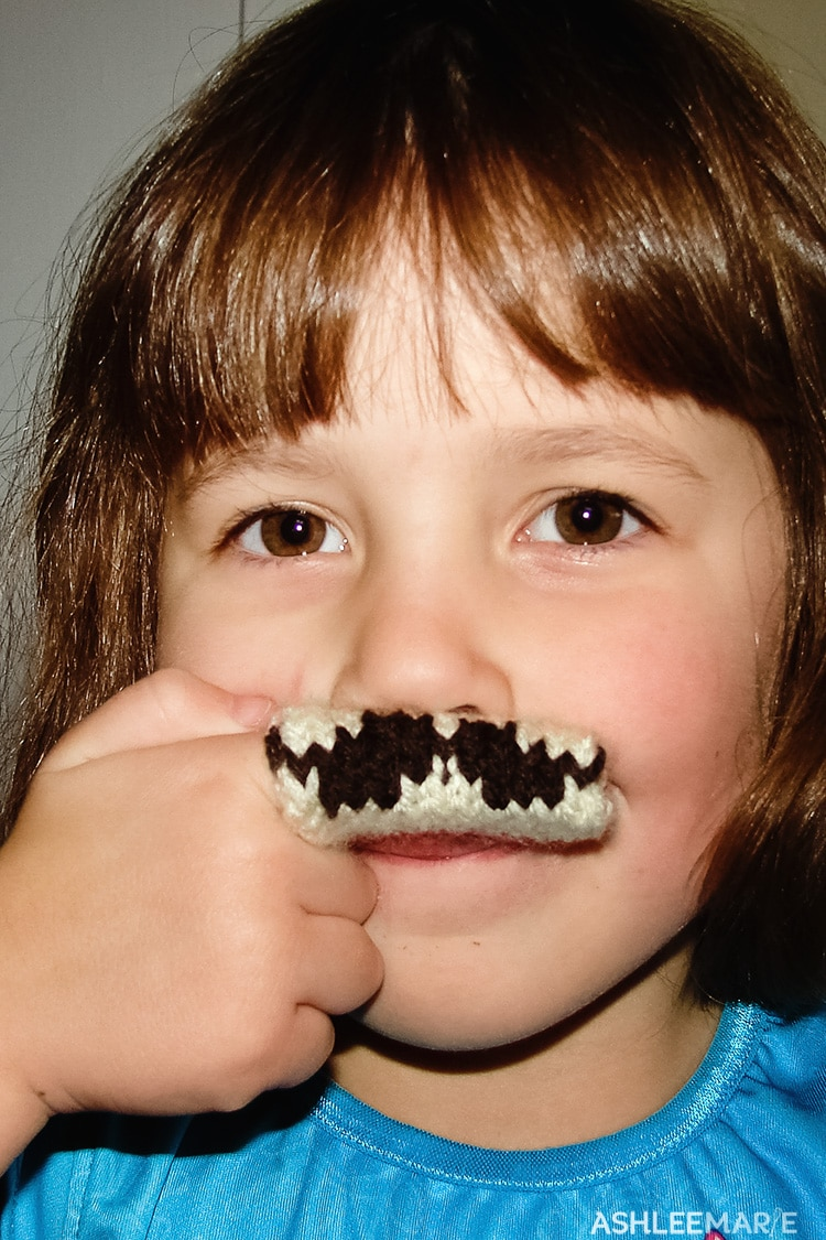 mini knit fingerstache
