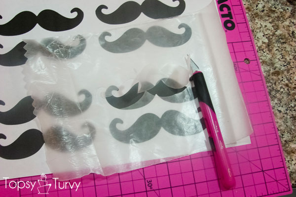 mustache-lips-baby-shower-cake-preparation