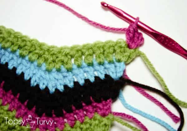 rainbow-chevron-crochet-scarf-beginning