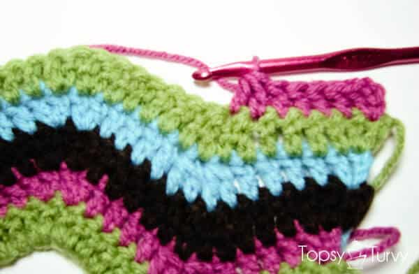 rainbow-chevron-crochet-scarf-dc2tog-finished