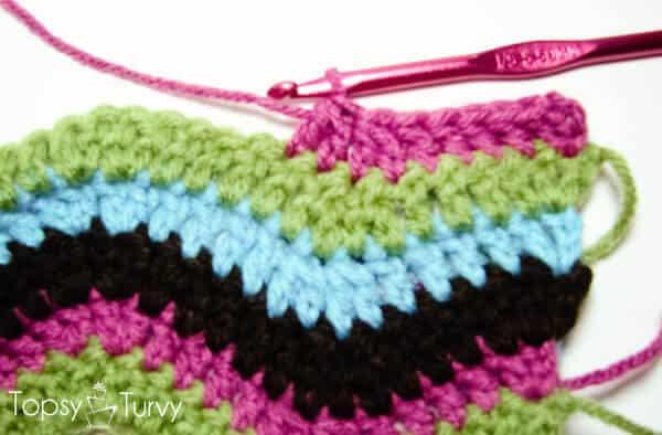 rainbow-chevron-crochet-scarf-begining