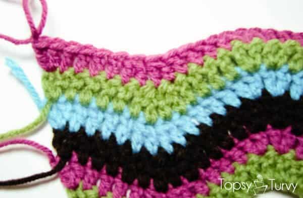 rainbow-chevron-crochet-scarf-end-row