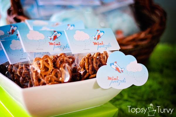 airplane-baby-shower-pretzels