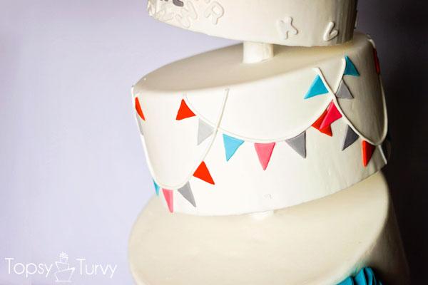 topsy-turvy-fondant-cake-bunting