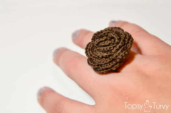 thread-crochet-rose-ring