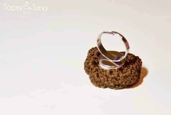 thread-crochet-rose-ring-back