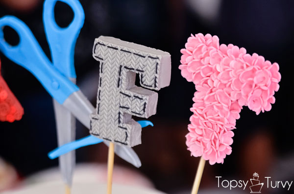craft-wars-logo-cake-scissors-knit-flowers