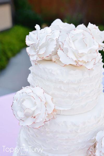 vintage-ruffled-wedding-cake