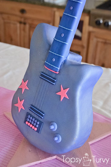 standing-guitar-cake-carved-body