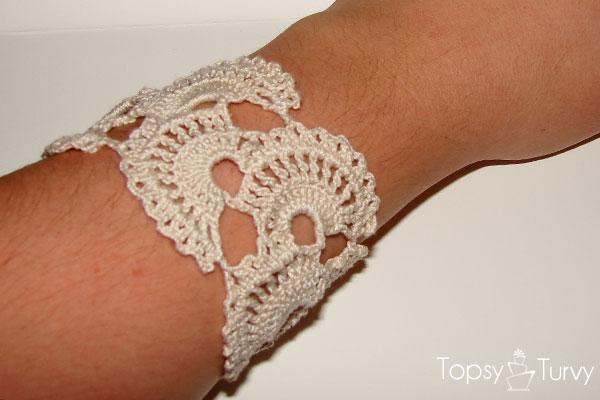queen-annes-lace-thread-crochet-bracelet