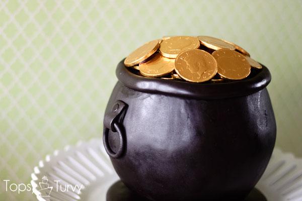 pot-of-gold-cake-carved-fondant