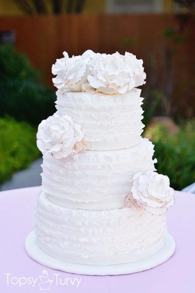 vintage-ruffled-wedding-cake-gumpaste-roses