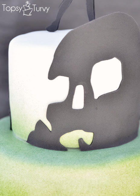 peter-pan-skull-island-silhouette-shadow-ombre-fondant-birthday-cake