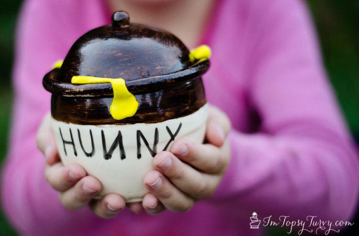 mini-hunny-honey-pot-fondant-cake-painted