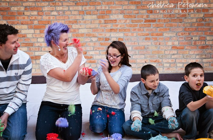 family-photography-smash-cake-session-throw