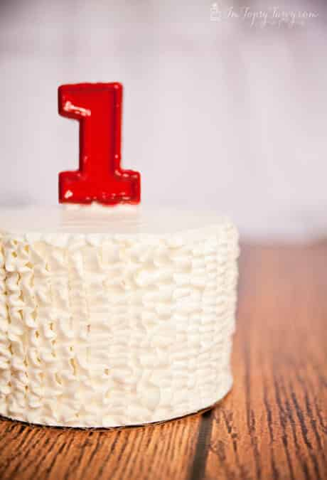 white-ruffled-buttercream-cake