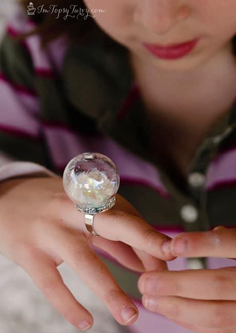 frozen-birthday-party-snow-globe-ring-glitter