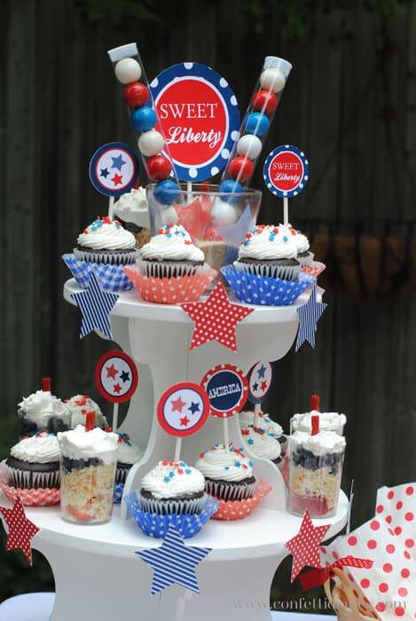 patriotic-cupcake-centerpiece