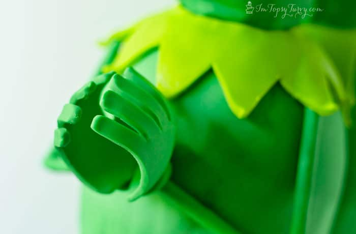 muppets-most-wanted-cake-constantine-fondant-color-hands