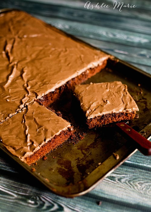 talk about delicious, who doesn't love texas sheetcake? and this recipe is fast and easy to make