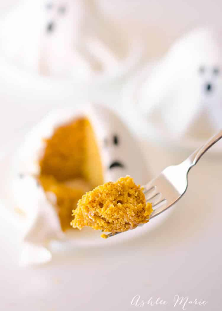 easy cake mix and pumpkin recipe for an easy and delicious pumpkin cake