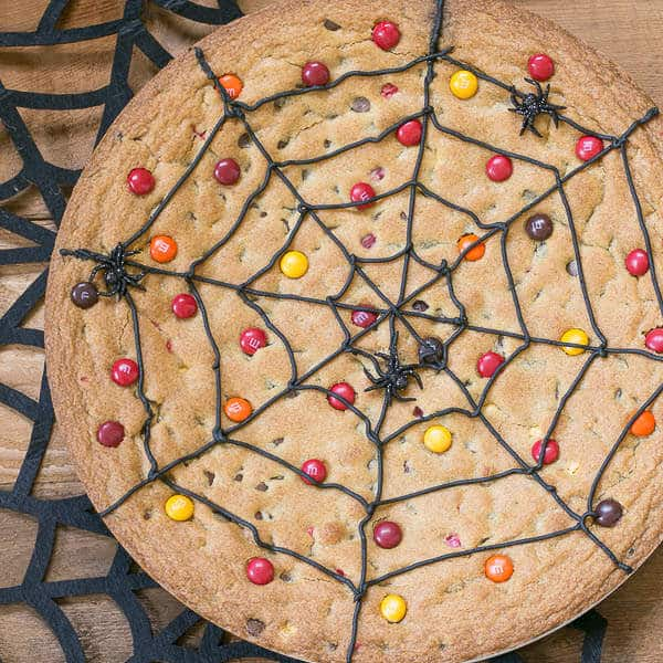 Spiderweb-Cookie-Cake