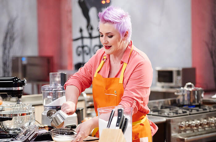ashlee marie on food network halloween baking championship