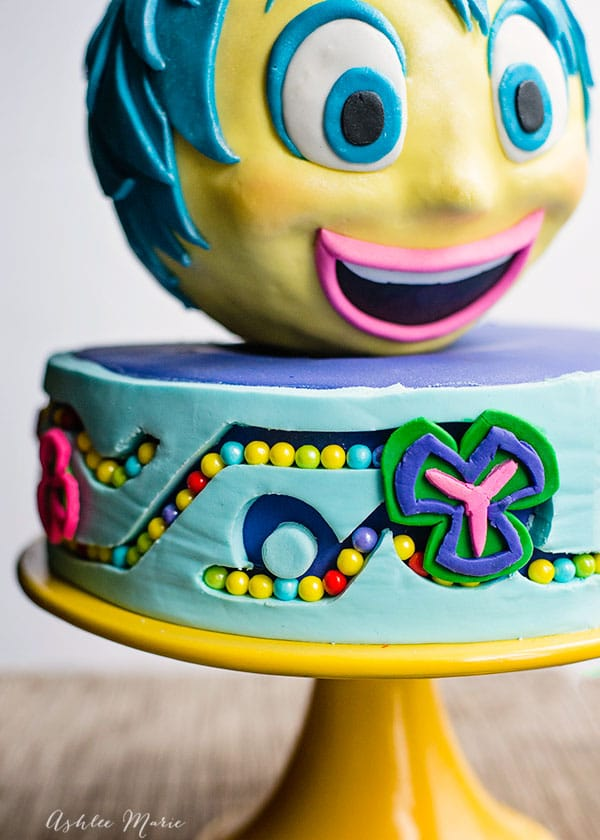 The candy memory balls and fondant gears look great and represent the headquarters of the Inside out movie characters