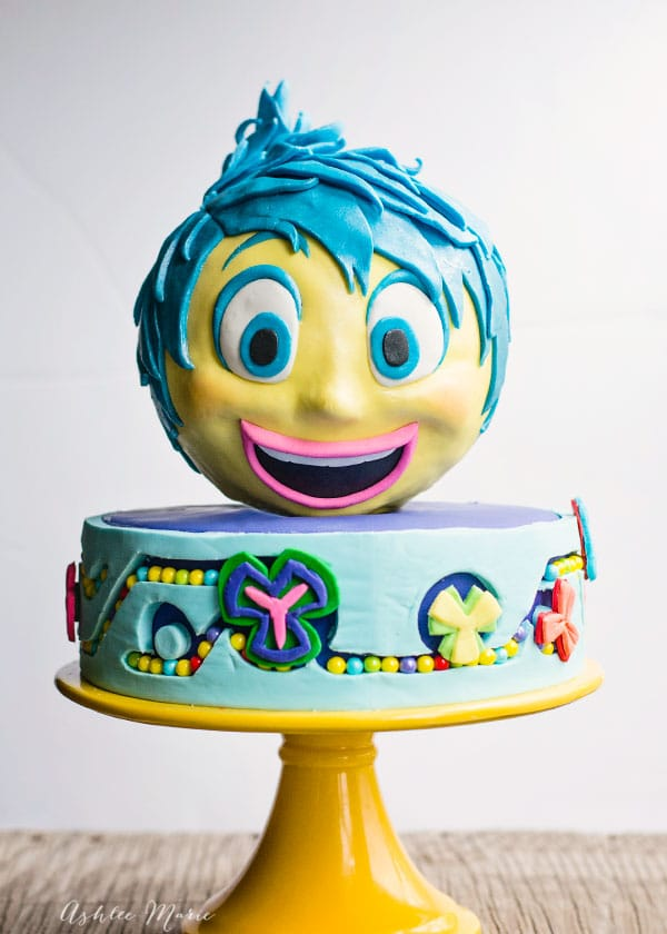 a full video tutorial to create an Inside Out Joy cake for your party
