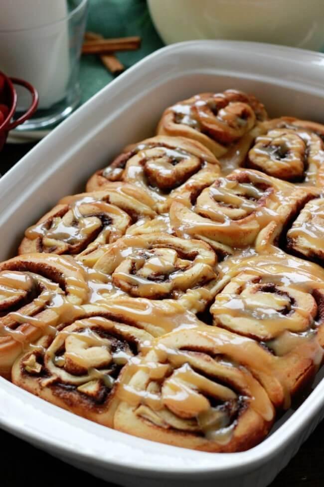 caramel apple cinnamon rolls, easy and delicious