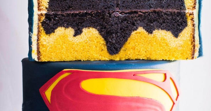 Batman vs Superman design inside Cake - video tutorial
