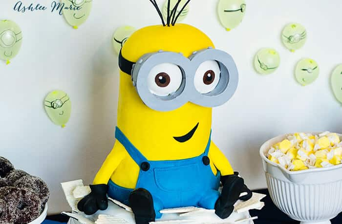 minions-giant-kevin-birthday-cake-video-tutorial