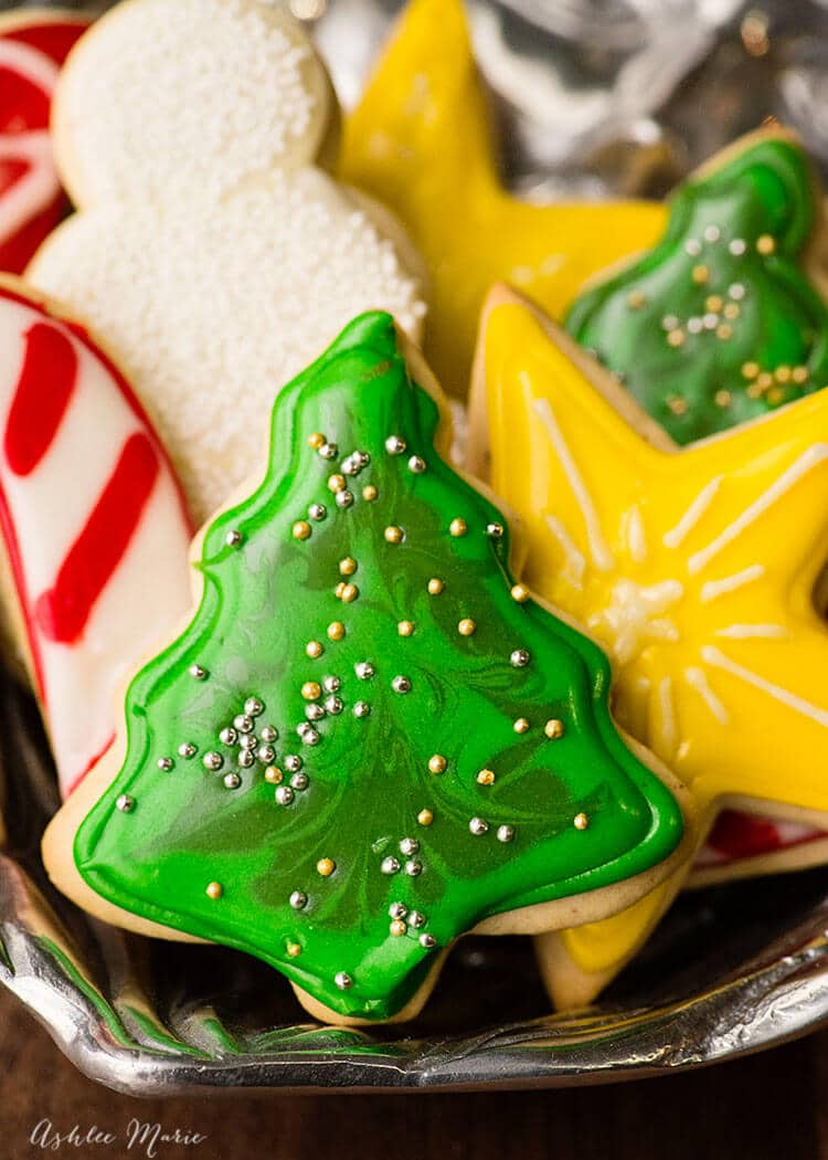sugar cookies recipe and video tutorial - How To Decorate Christmas Cookies With Royal Icing