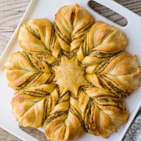 Red and green pesto star bread