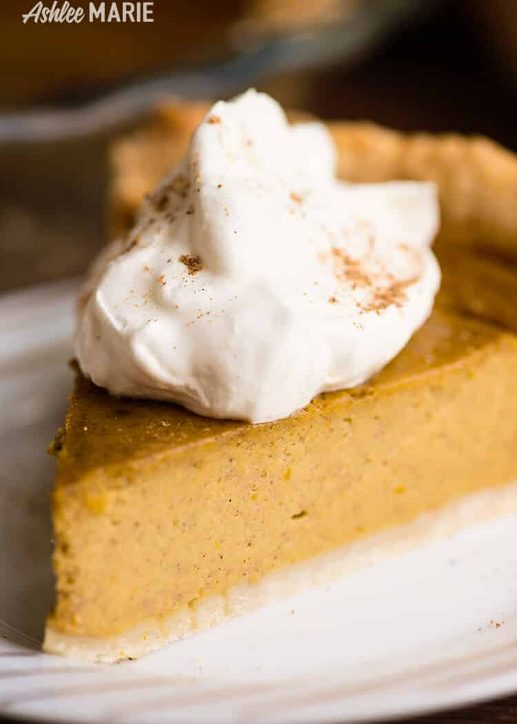 Homemade Pumpkin Pie - made from a fresh pumpkin | Ashlee Marie | Fall | Autumn | Winter | Thanksgiving | Holiday | #pumpkinpie #realpumpkinpie #bestpumpkinpie