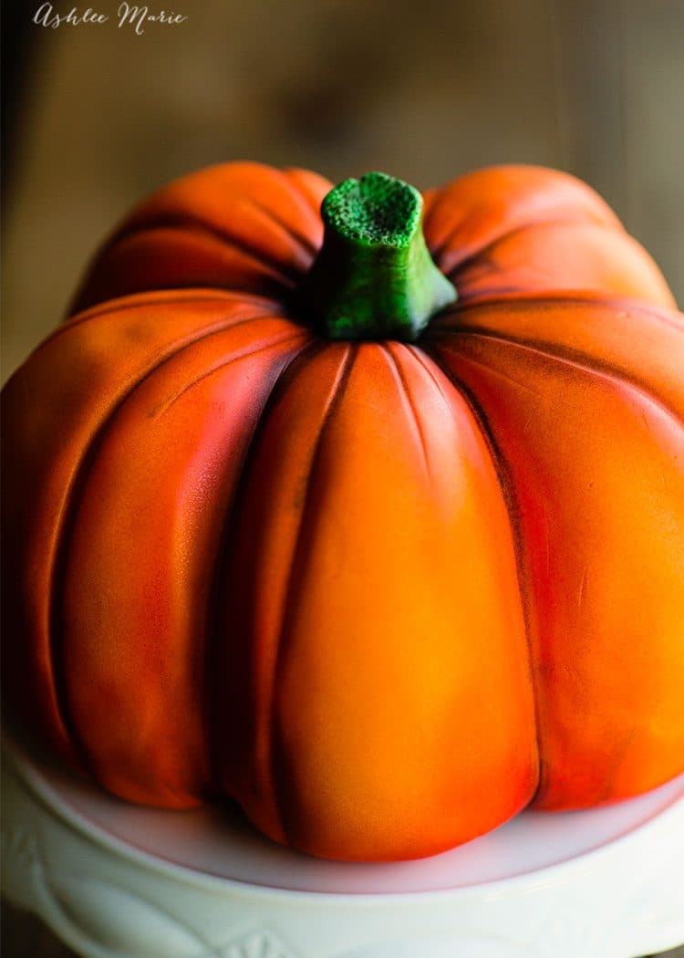 how to airbrush a cake to make it a pumpkin