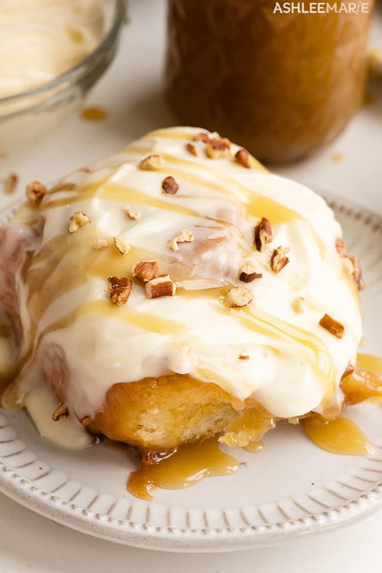 cream cheese frosting caramel pecan cinnamon rolls